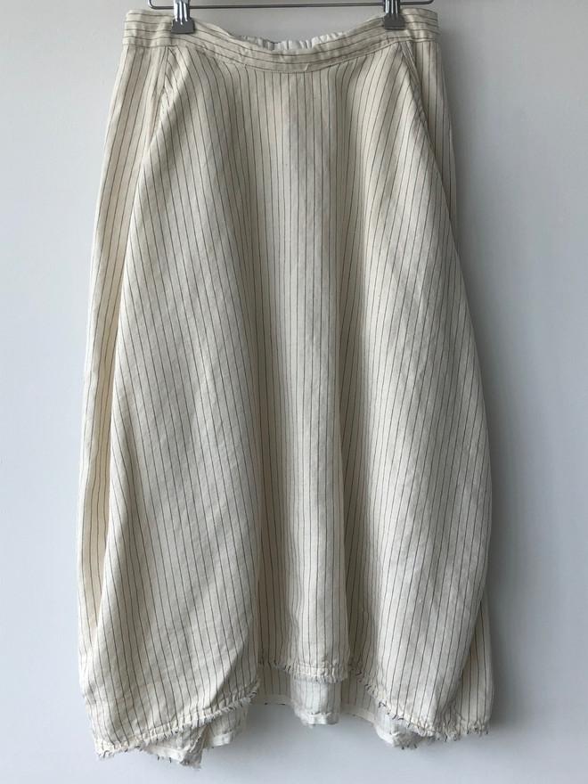 S20116 - Skirt Jenny 51% LI + 49% CO Price : 377 $