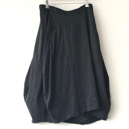 S20120 - Skirt Jocelyne 65% LI + 35% SE Price : 413 $