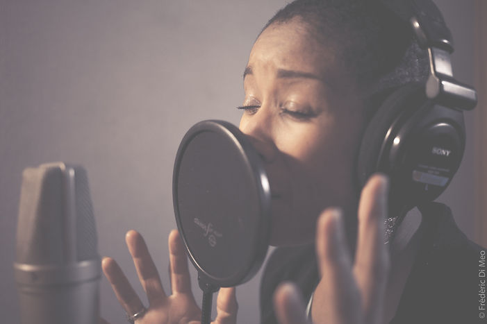 Voix-Off Faby Médina.jpg
