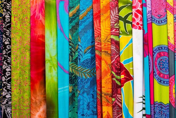 amazing-colorful-balinese-sarongs-for-sa