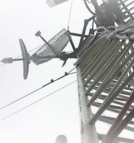 Cuerpo_torre_contraventada_con_antenas_e