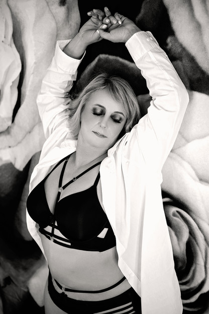 black and white tapestry boudoir wall photo