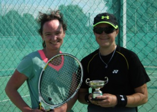 Singles runner-up Beth & winner Nat