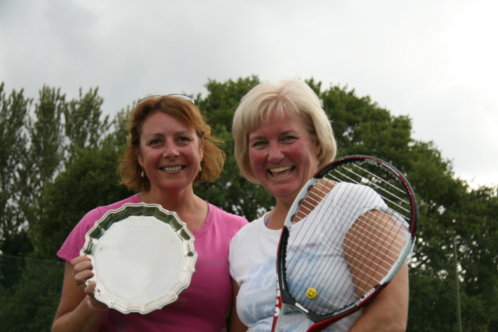 Plate winner Barbara and Paula