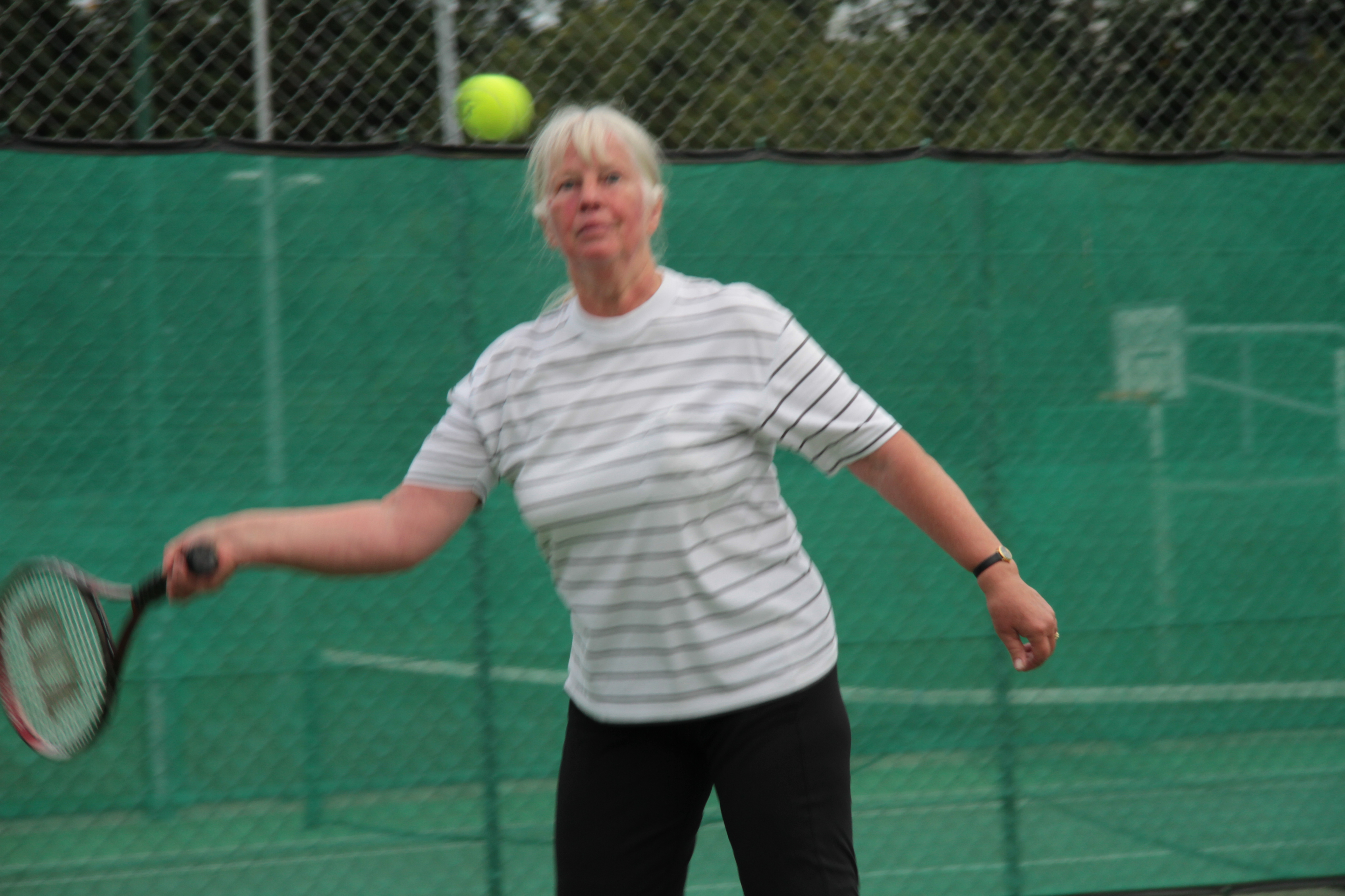 Liz plays a forehand