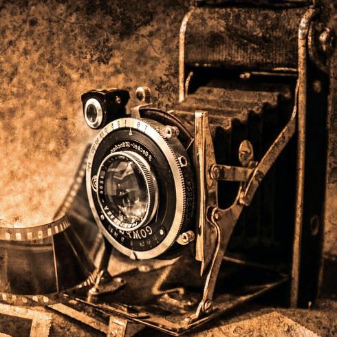 photo-camera-219958_edited_edited.jpg