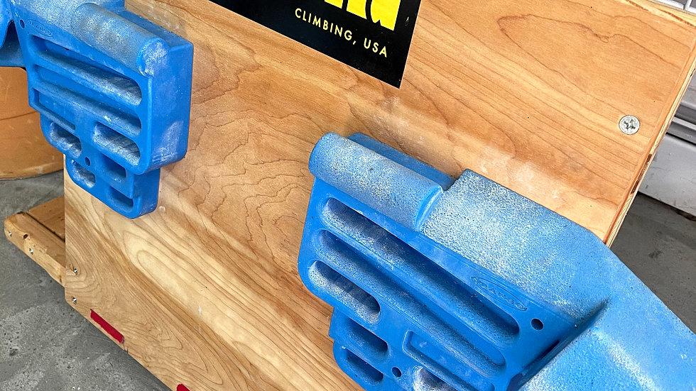 Metolius hangboard - mounted