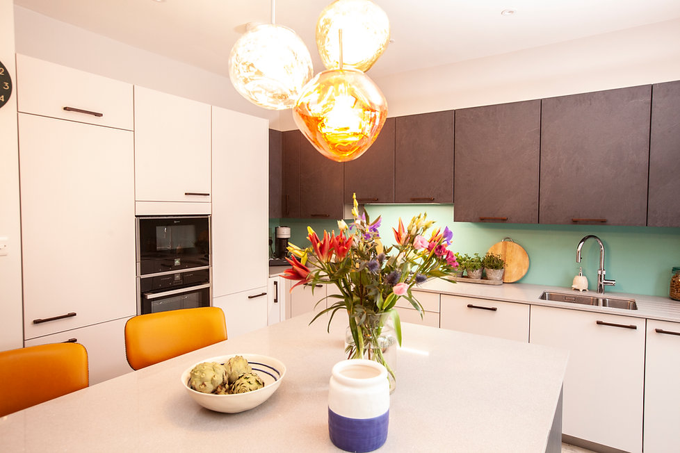 TX29 - RX18 - Claire and Michelle - REVEAL - KITCHEN - 01.jpg