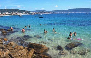 Praia-da-Lagoinha-em-Bombinhas-é-ótima-para-mergulho-1024x658.jpg