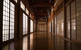The halls of Zenpoji Temple.