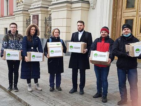 Общественное движение «Сохраним Битцевский лес» передали в мэрии Москвы 20 198 подписей жителей Моск