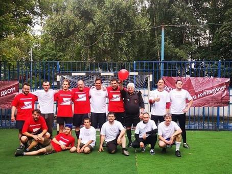 футбольный матч (команда «Парк 2 медведя» и команда «Сивашская 6»), против уничтожения парка, дворов