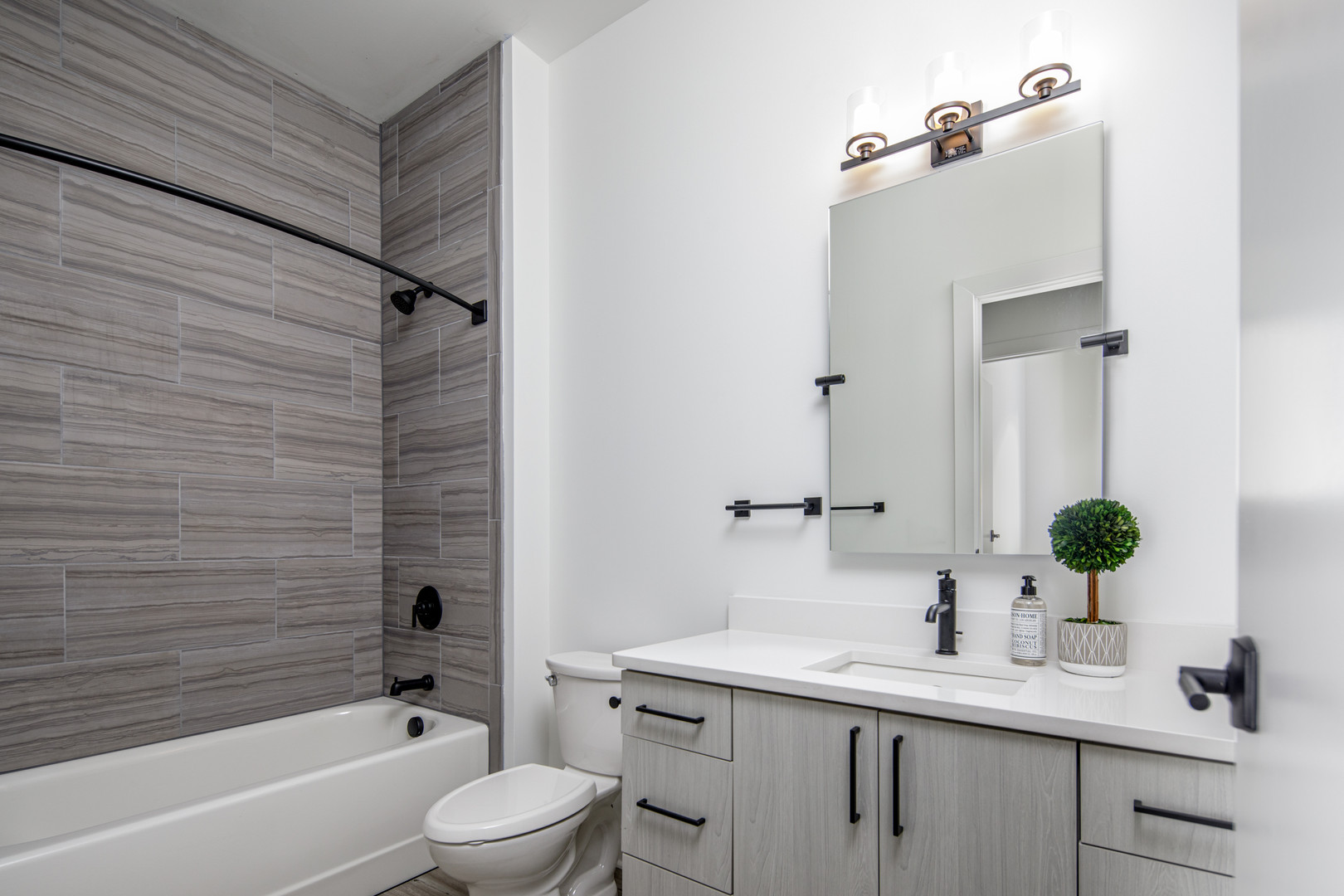 MODEL UNIT BATHROOM