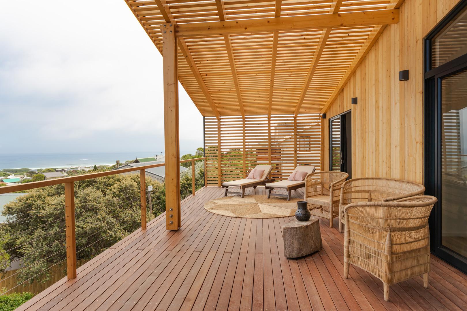 loft appt veranda.JPG