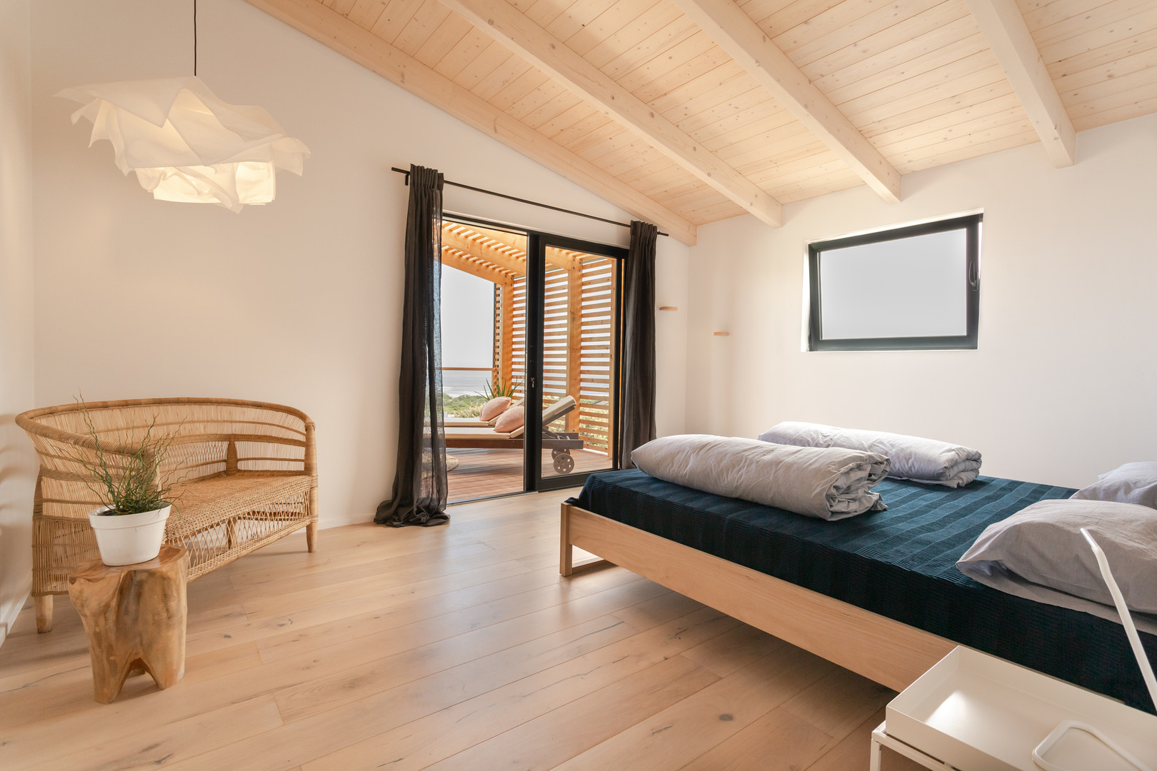 loft appt master bedroom1.JPG
