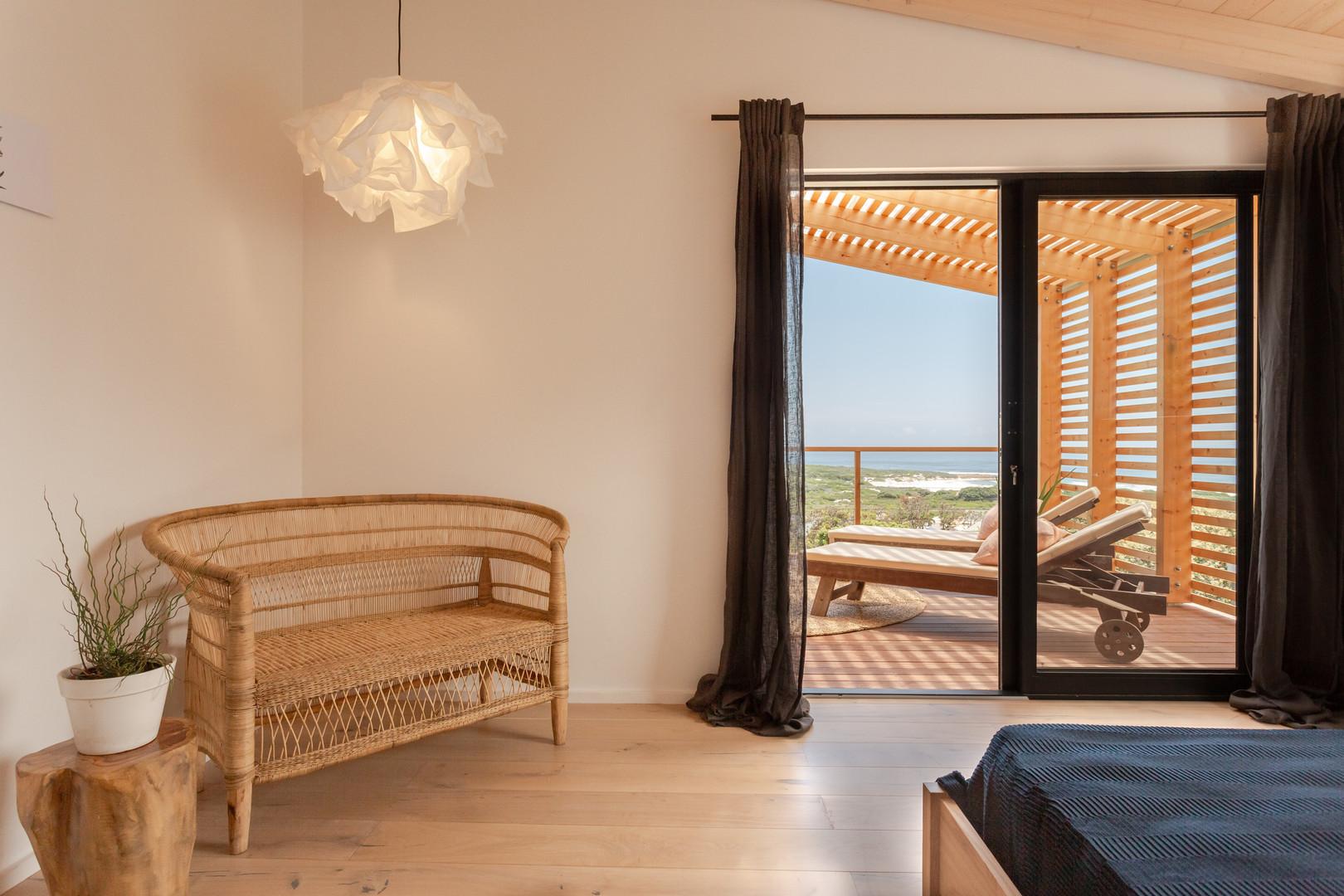 loft appt master bedroom.JPG