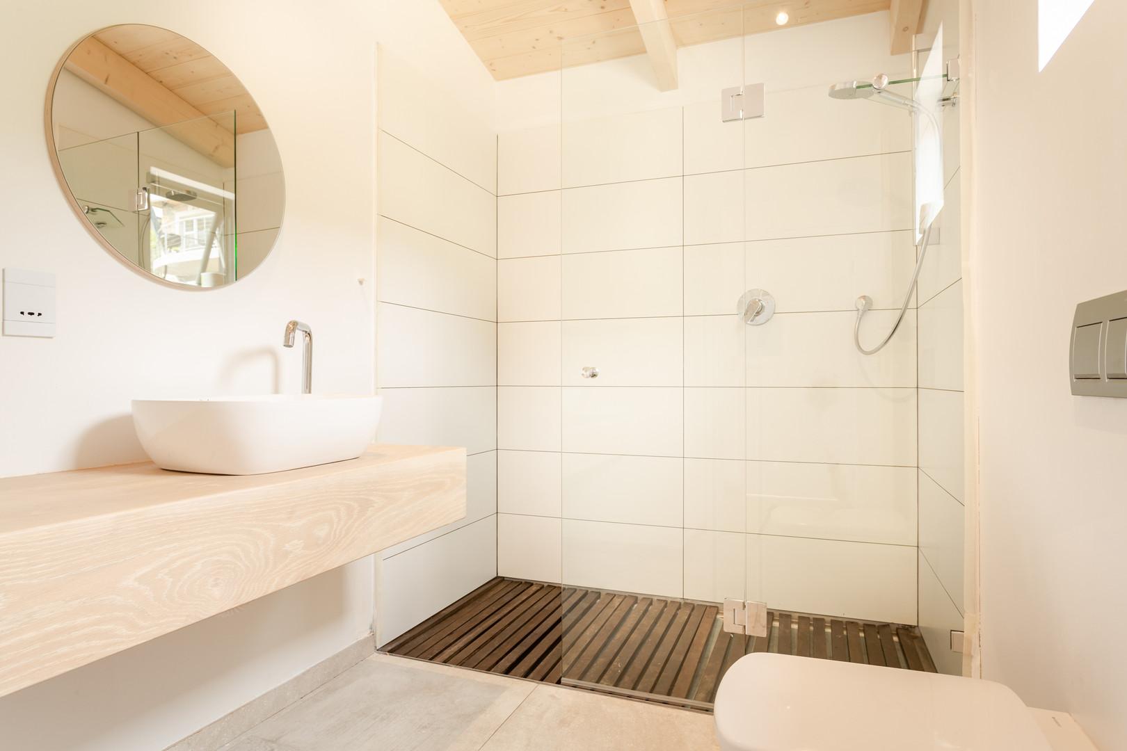 loft appt master bathroom.JPG