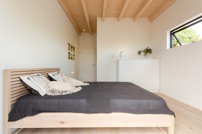 loft appt bedroom.JPG