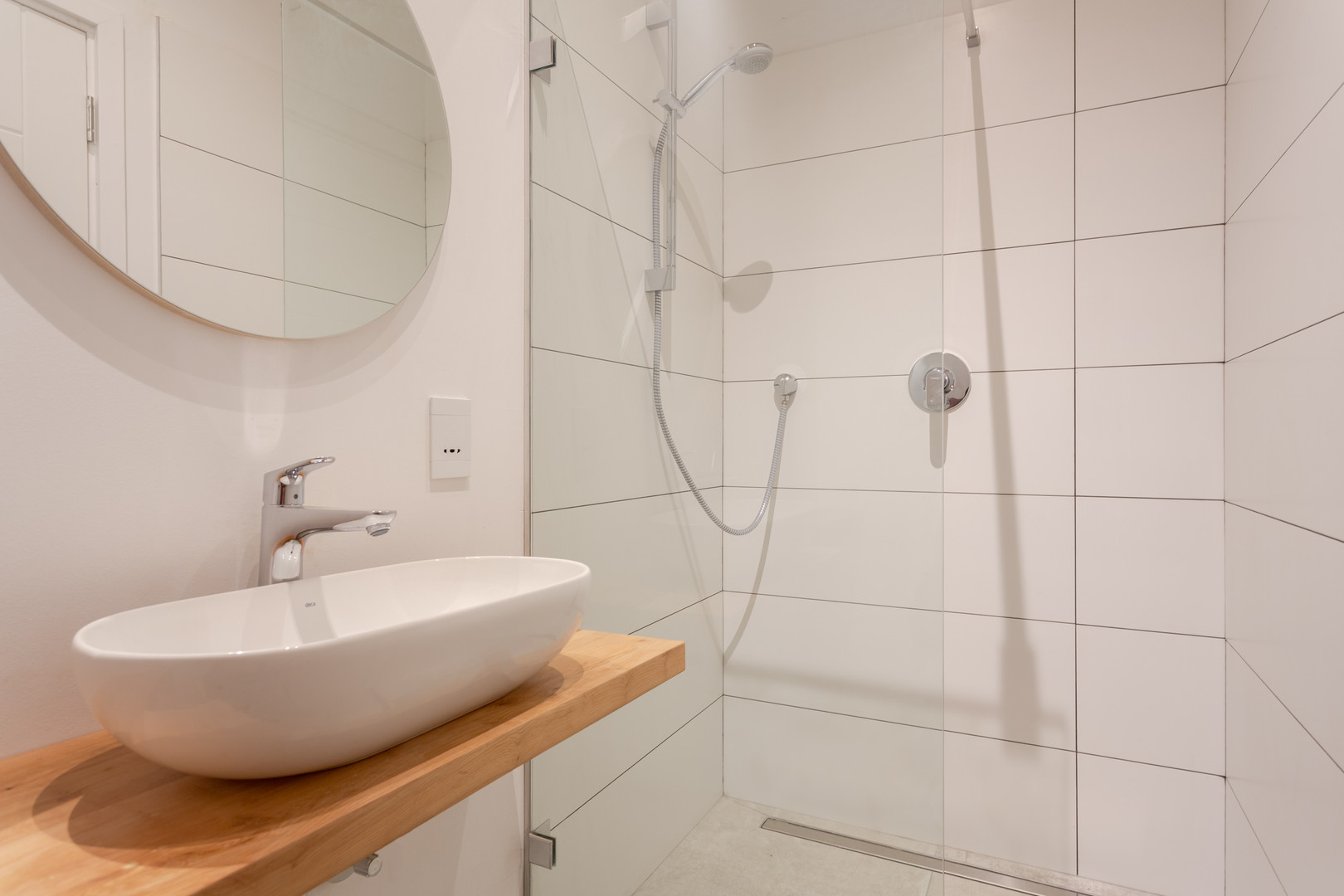 deck appt single bathroom.JPG