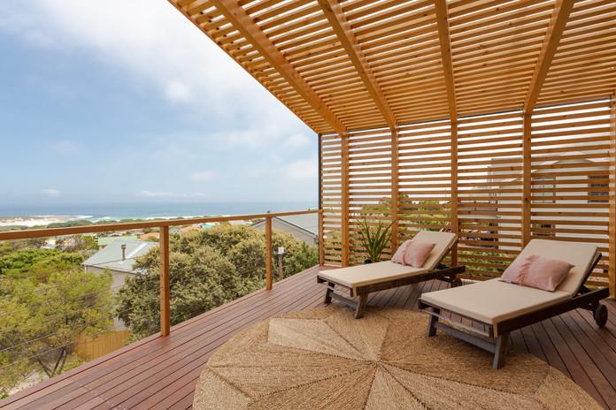 loft appt veranda1.JPG