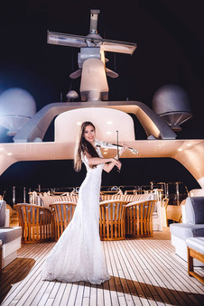 Вечеринка на белой яхте