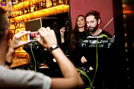 Скрипачка и DJ