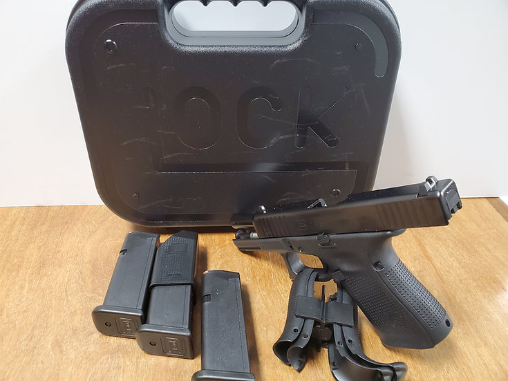 Glock 19 Gen5 w/3-15rd magazines