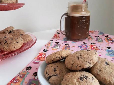 Συνταγή: Εύκολα μπισκότα βρώμης με σοκολάτα