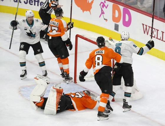 Flyers Fan Reaction (FFR1) Gm 3: SJ 8, PHI 2 - Defenseless