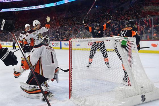 Flyers Fan Reaction (FFR1) Gm 55: ANA 2, PHI 6 - Duck Hunt