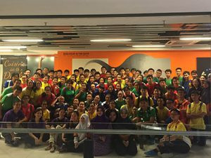 Group photo with the large group of students