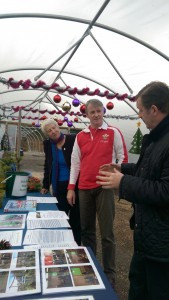 Huw opens Brit Growers new community shop (2)