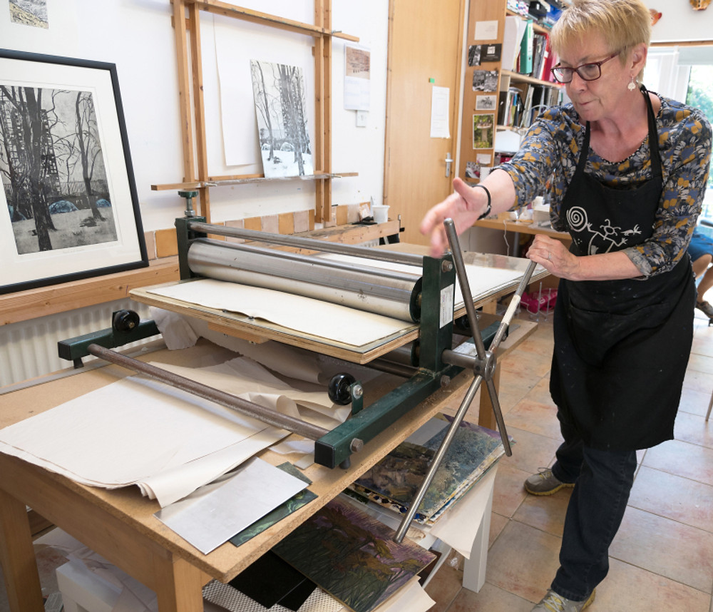4 Linda in her studio using her first etching presss