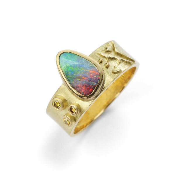 18 ct ring with opal and diamonds