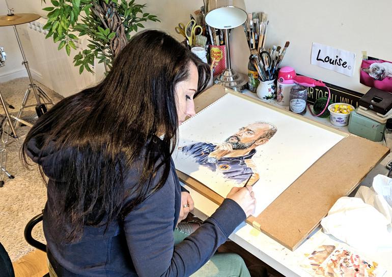 Louise painting Nuno (1)