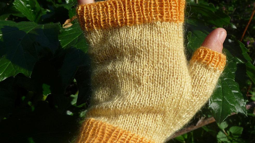Mitaines Cachemire jaune bouts orange tricotées