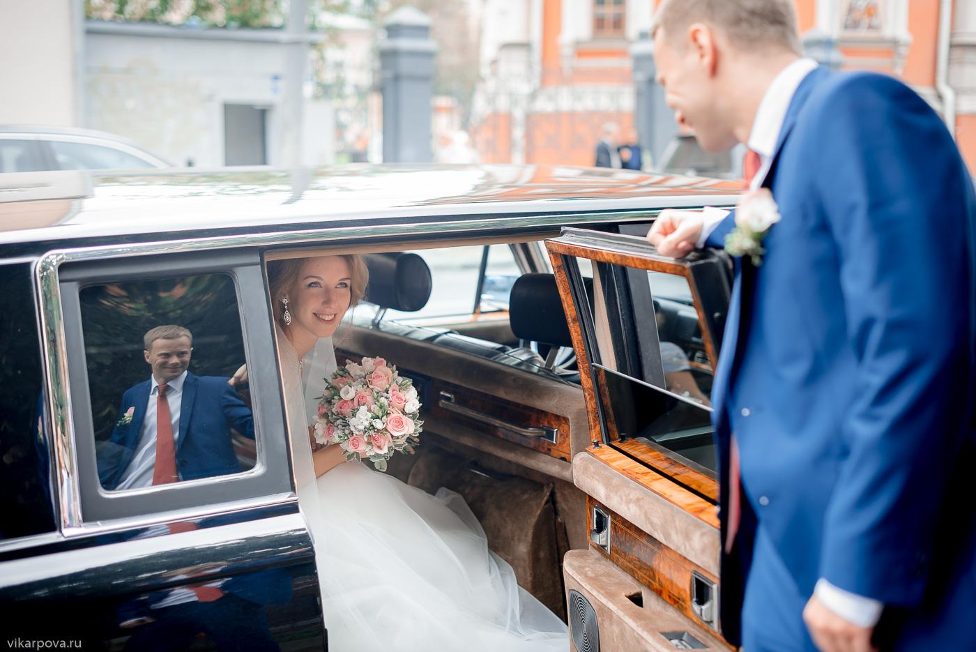 свадебная фотосъемка в ретро авто
