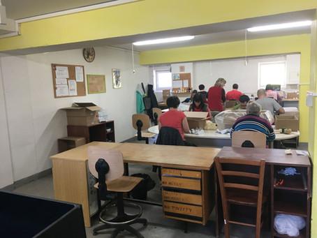 Pracovní stoly a židle do chráněné dílny