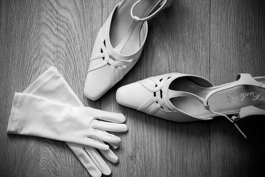 Préparatifs du mariage, détails de la robe de la mariée à Clermont-Ferrand