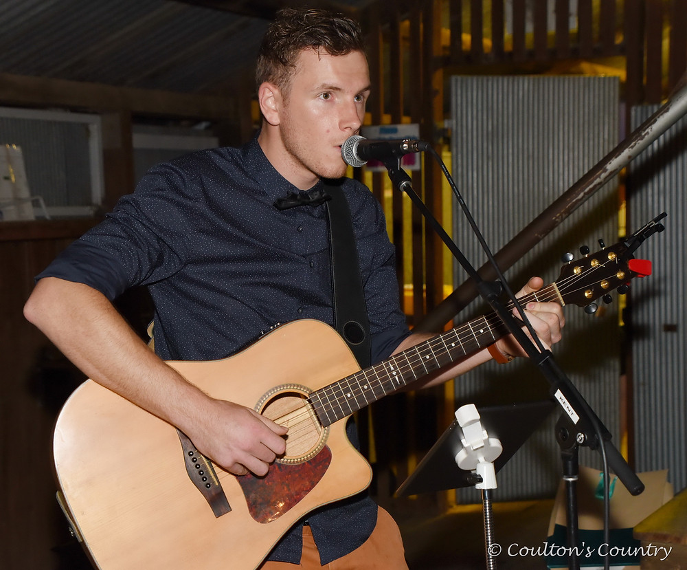 Singer/songwriter Kent Tonscheck is a local lad now living on the Gold Coast.