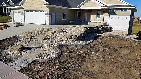 Custom Landscaping fieldstone boulder wall flagstone walkway_edited.jpg
