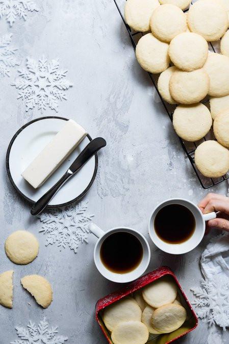 tafel met koffie en boter