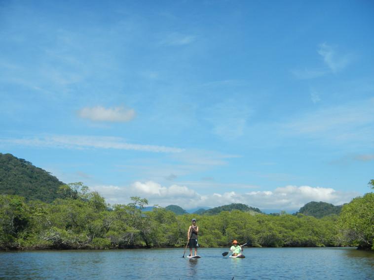 stand up paddle e caique no rio de parati mirim