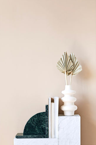 stylish-and-modern-composition-with-vase