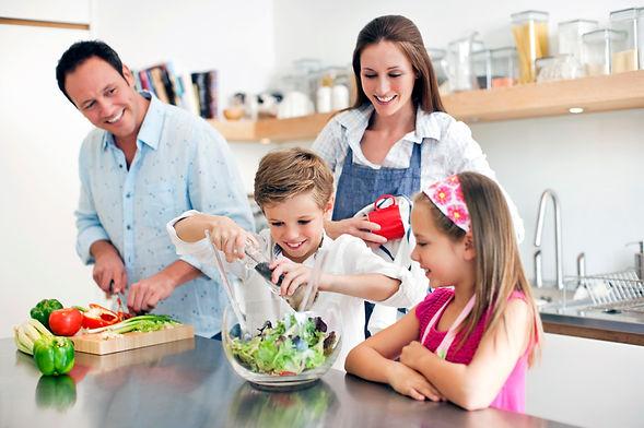familia-feliz-cocina.jpg