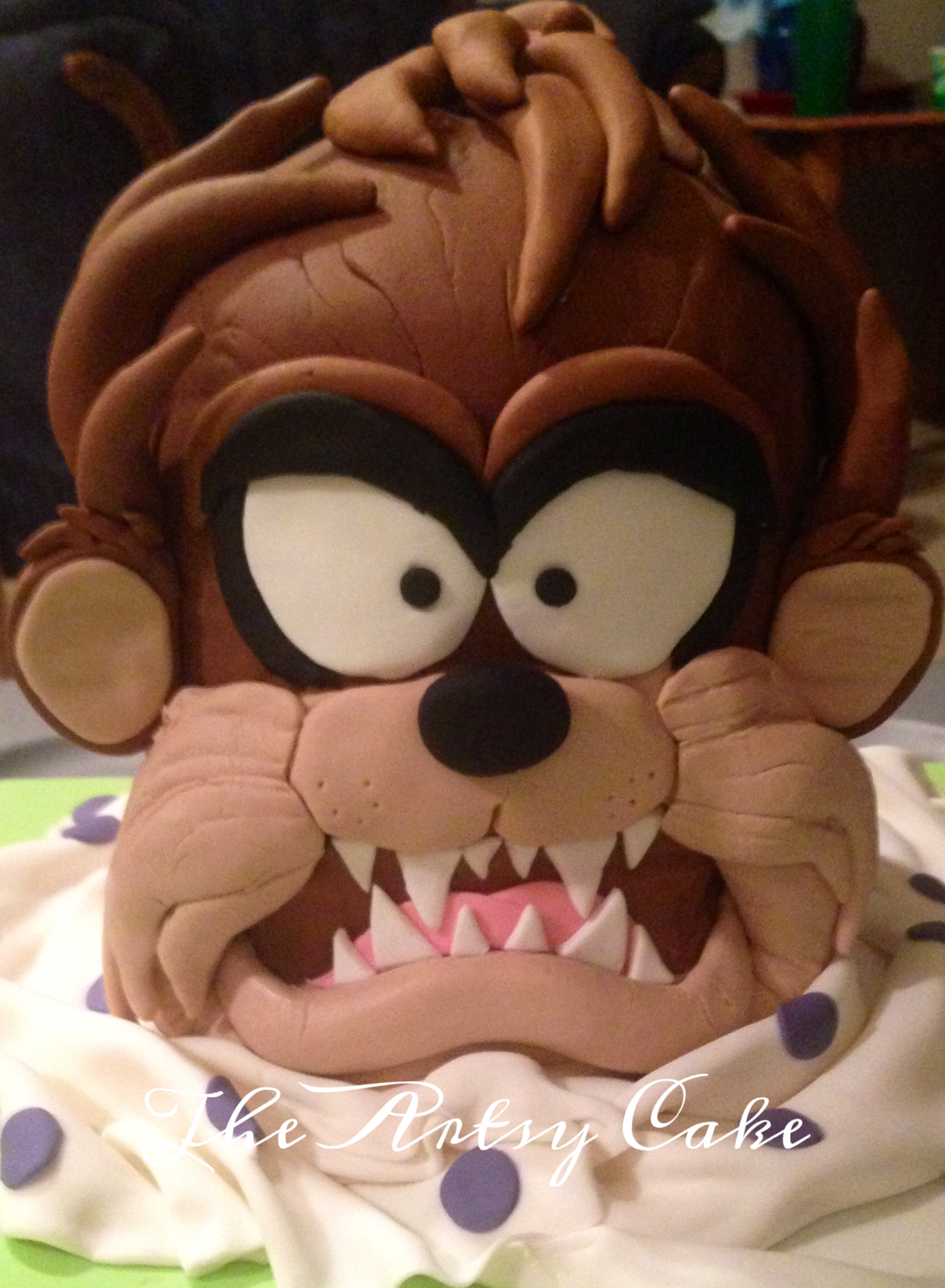 Sculpted Tazmanian Devil cake