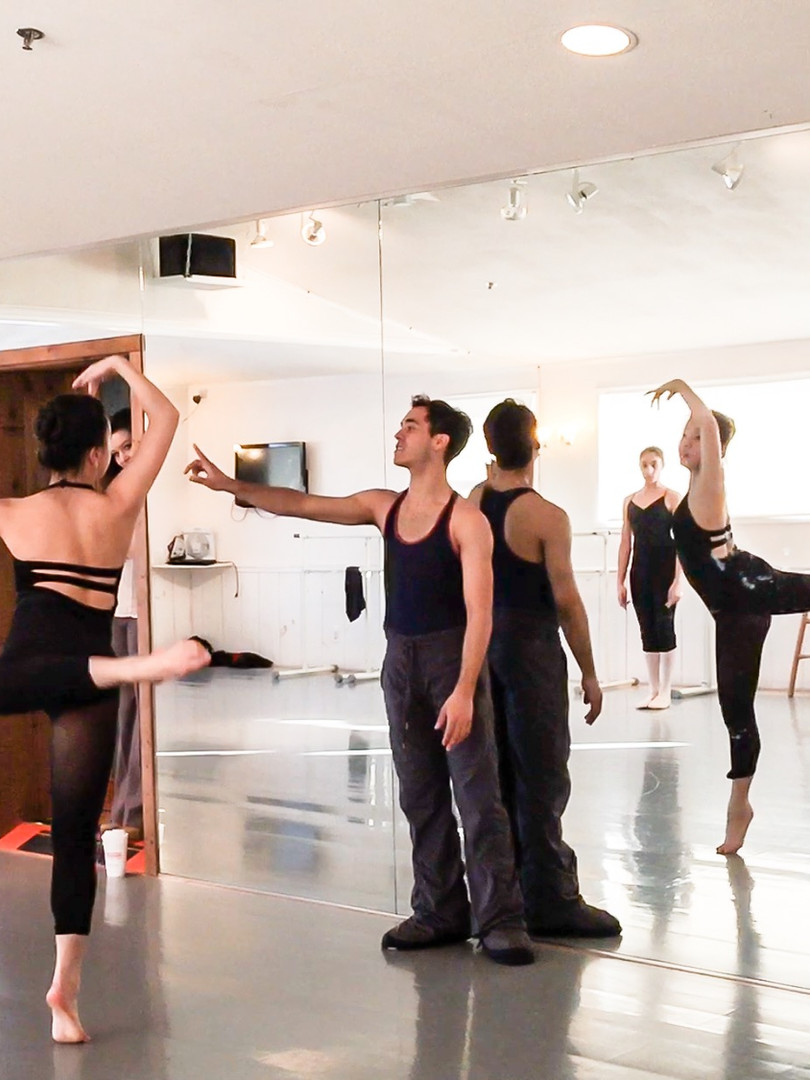 CONTEMPORARY CLASS IN STUDIO A
