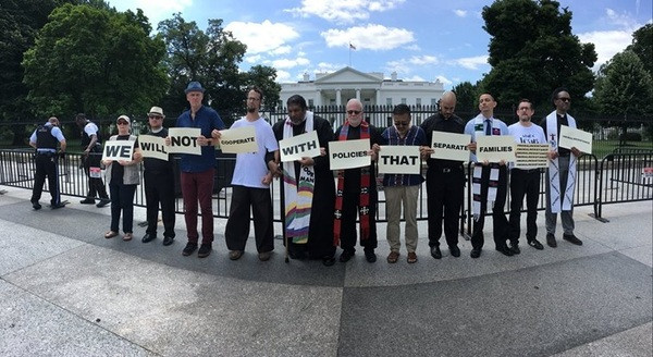 Faith leaders protest family separation at White House