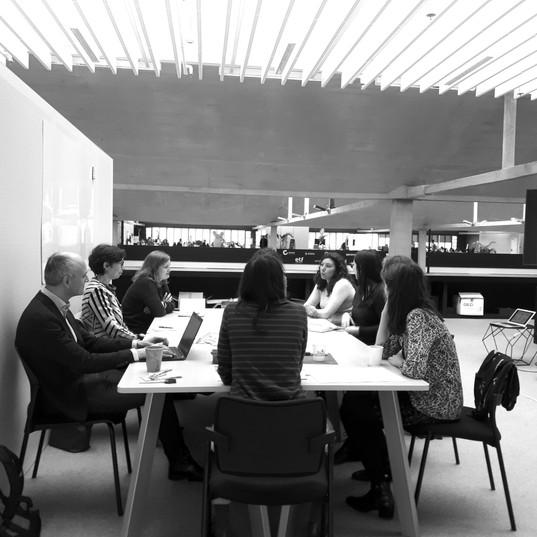 Groupe de réflexion créatif sur l'aménagement de l'espace de travail du futur