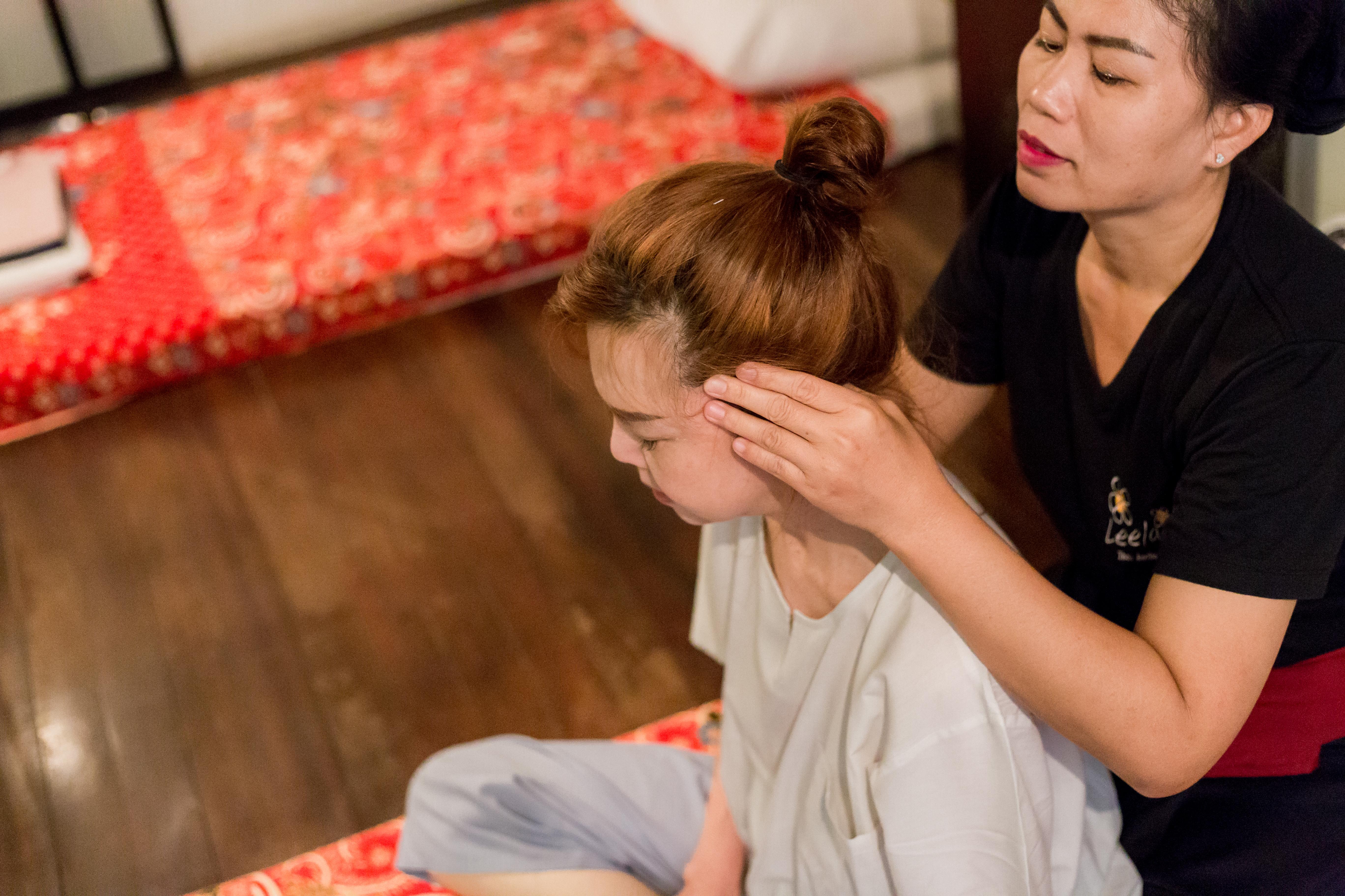 Head Neck Shoulder Massage